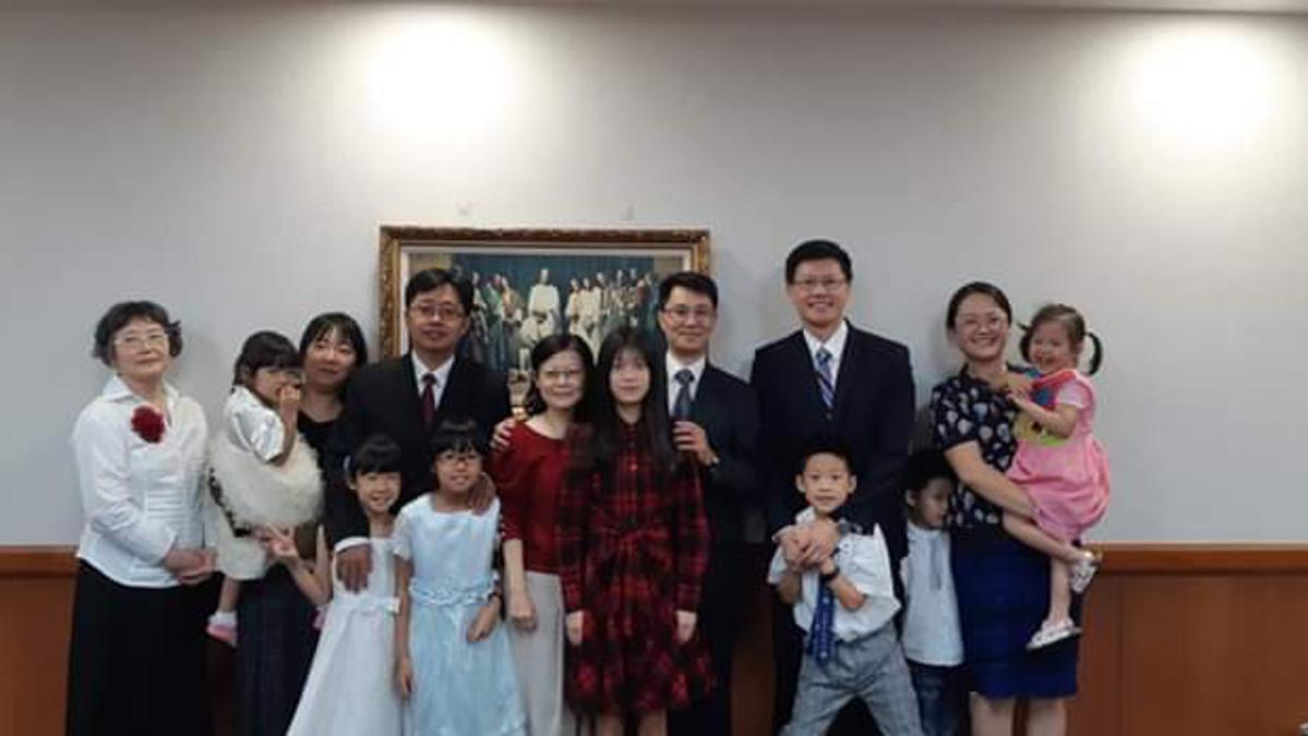 新任支聯會會長團成員與家人合影