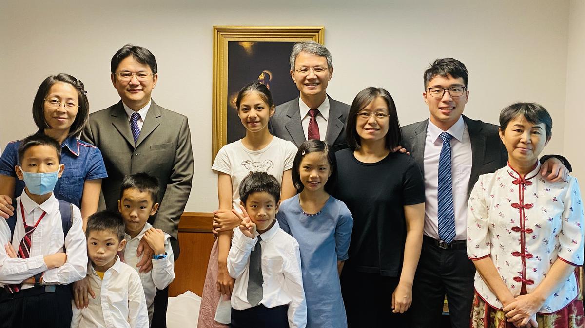 主教團與家人