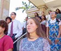 Face à la pandémie, des jeunes de l'Eglise de Jésus-Christ assistent à la première conférence virtuelle pour la jeunesse