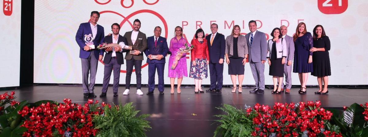 Tres familias dominicanas reciben el Premio de Valores Familiares 2021