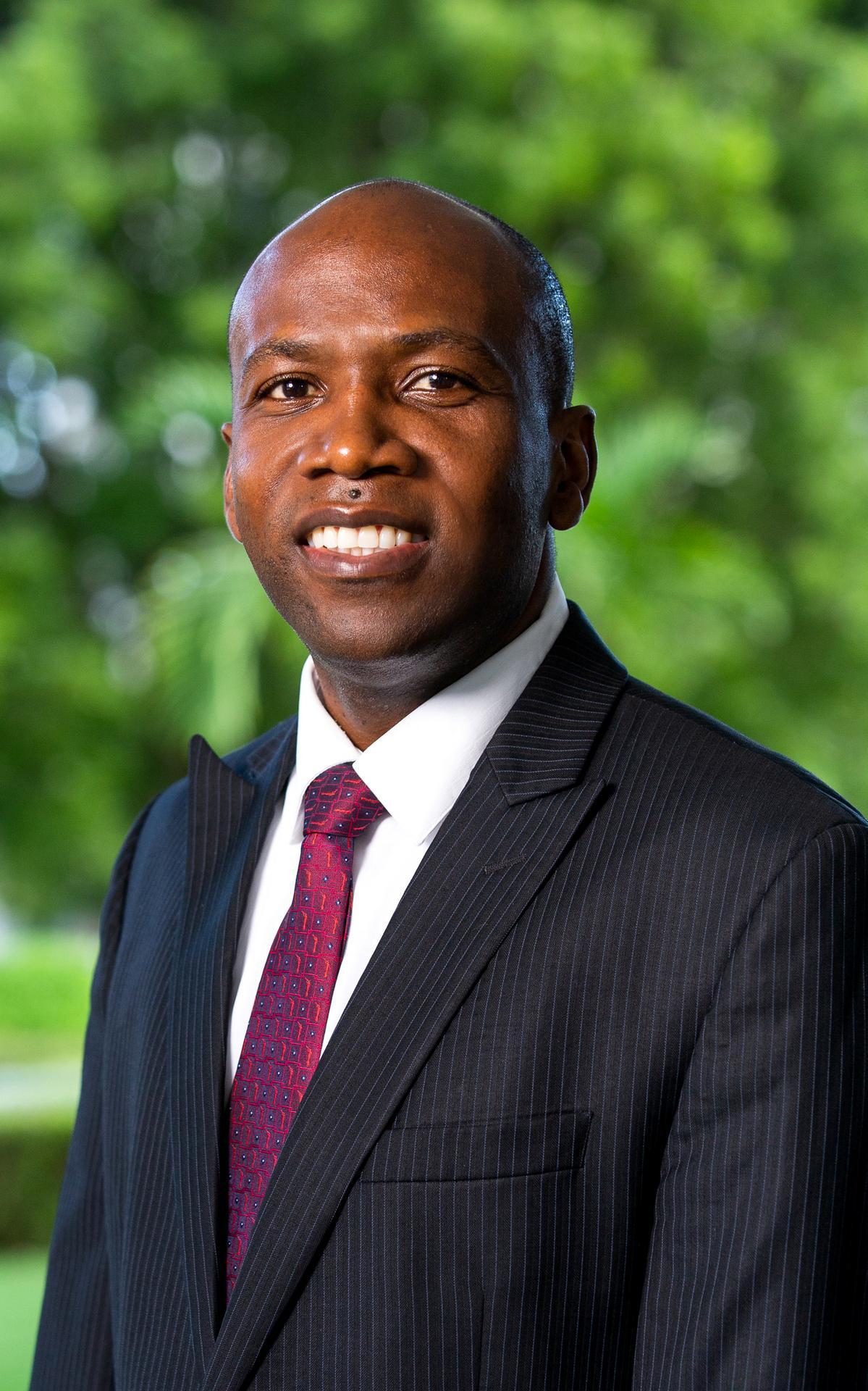 Élder Kevin G. Brown