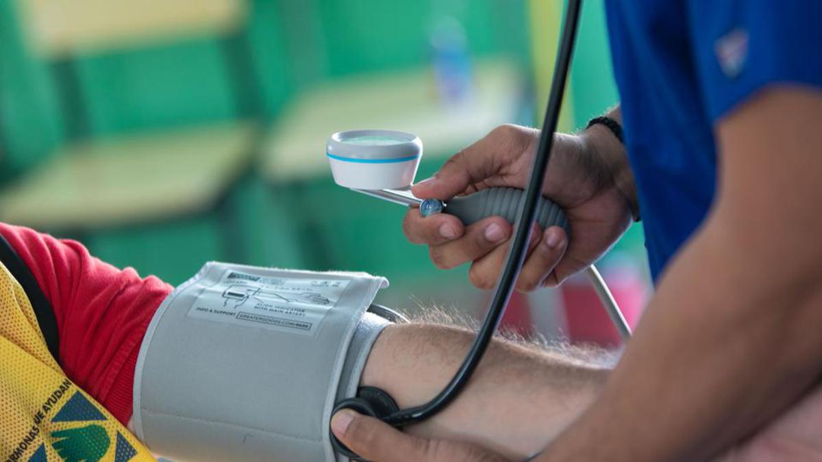 Voluntario en operativo médico y donación de sangre durante el DIS 2018.