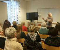 Varaordfører i Moss Benedicte Lund taler på Hjelpeforeningens aktivitet