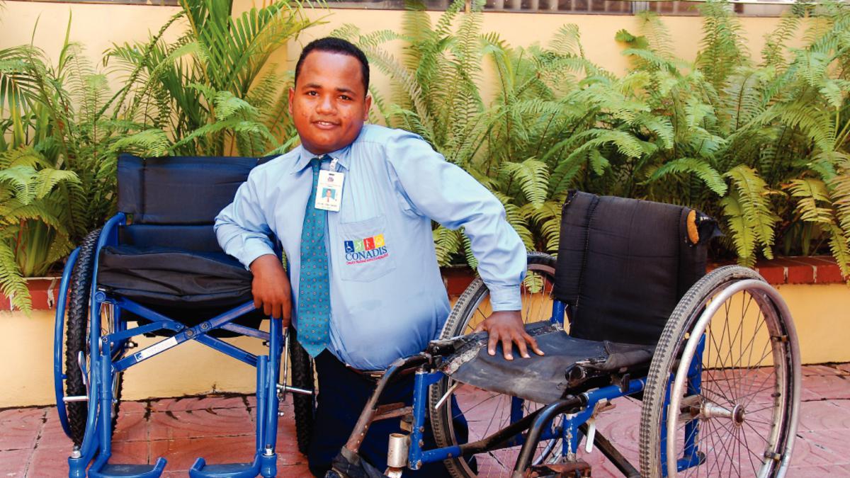Αναπηρική καρέκλα από το φιλανθρωπικό τμήμα της Εκκλησίας