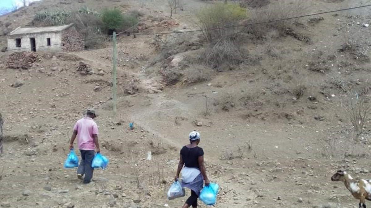 Des familles ont reçu de la nourriture et des articles d'hygiène dont elles avaient grand besoin