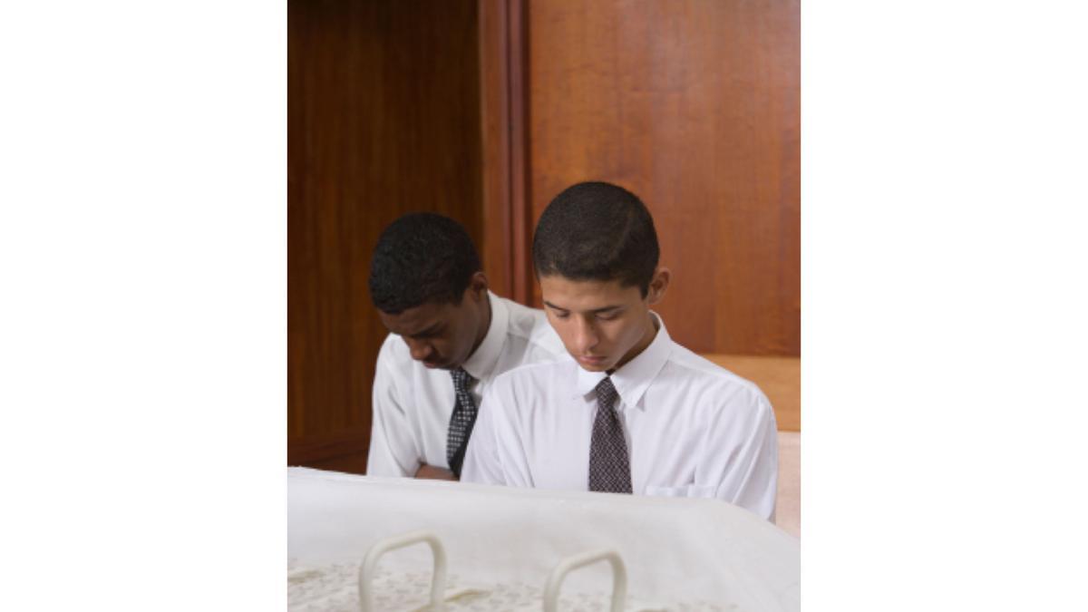 モルモンが聖餐会で礼拝する方法