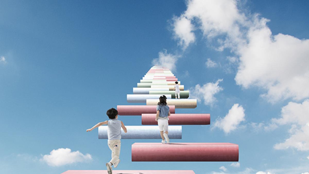 책으로 만들어진 계단을 오르고 있는 어린이들