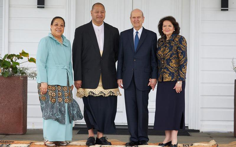 President Nelson and Sister Nelson with the King and Queen of Tonga