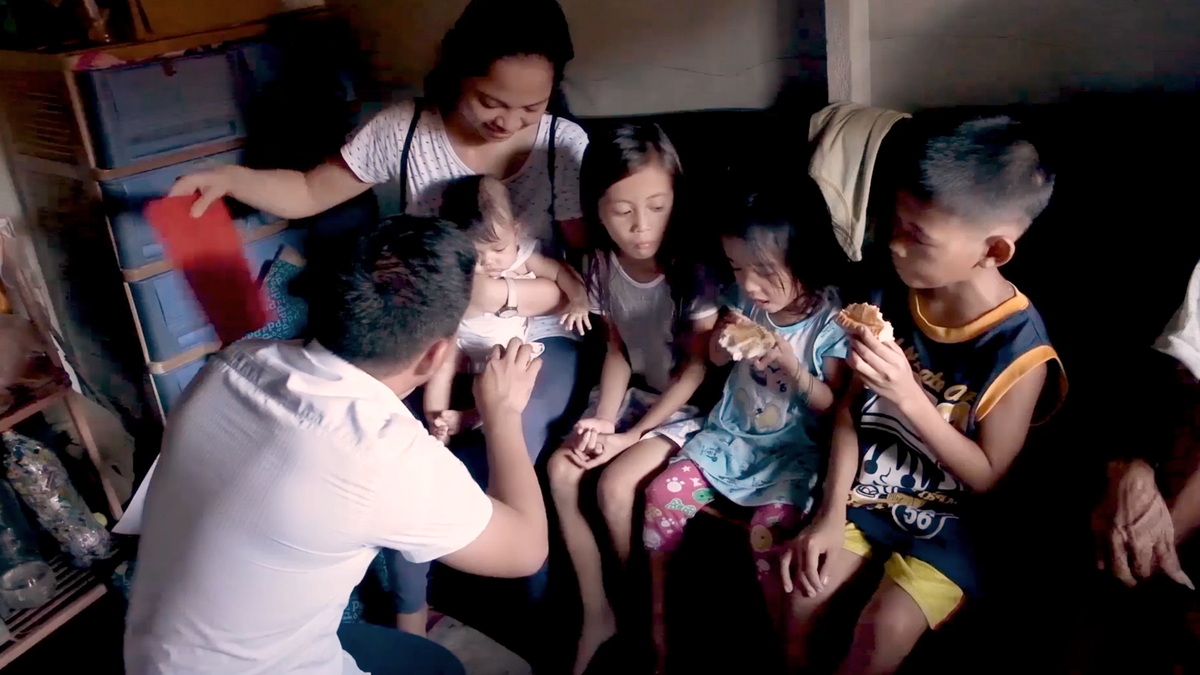 A family and young kids learn about the gospel together.