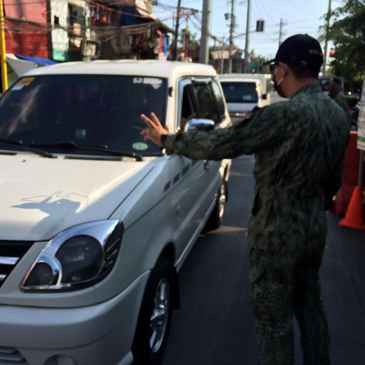 PO2 Bañaga inspects all the checkpoints