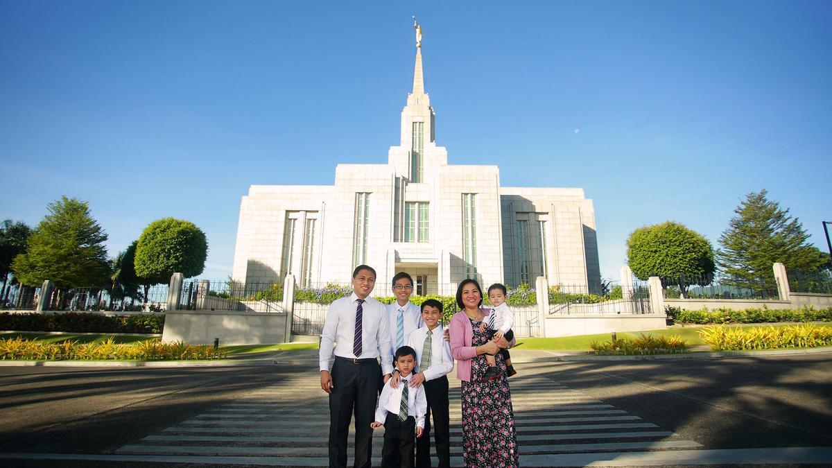 Dumas family at Cebu Temple