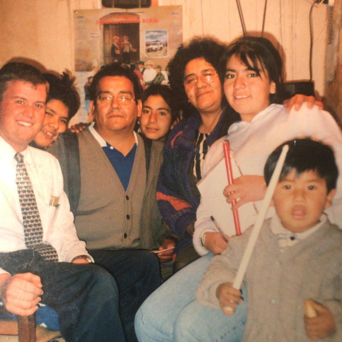 Una familia SUD con un misionero que les enseñaba.