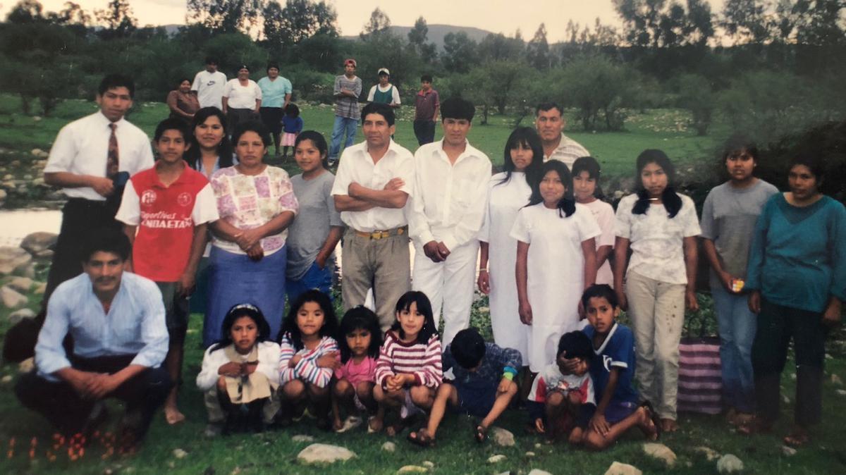 Los Sánchez con su familia en Bolivia