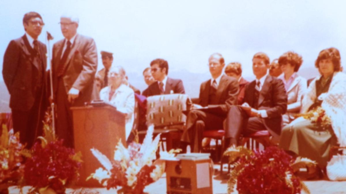 El Presidente Benson dedica el país de Bolivia