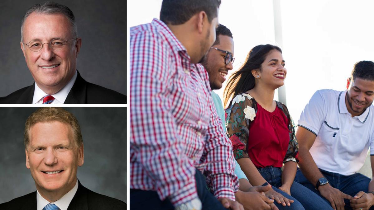 Elder Soares, Craig C. Christensen et des jeunes adultes qui discutent
