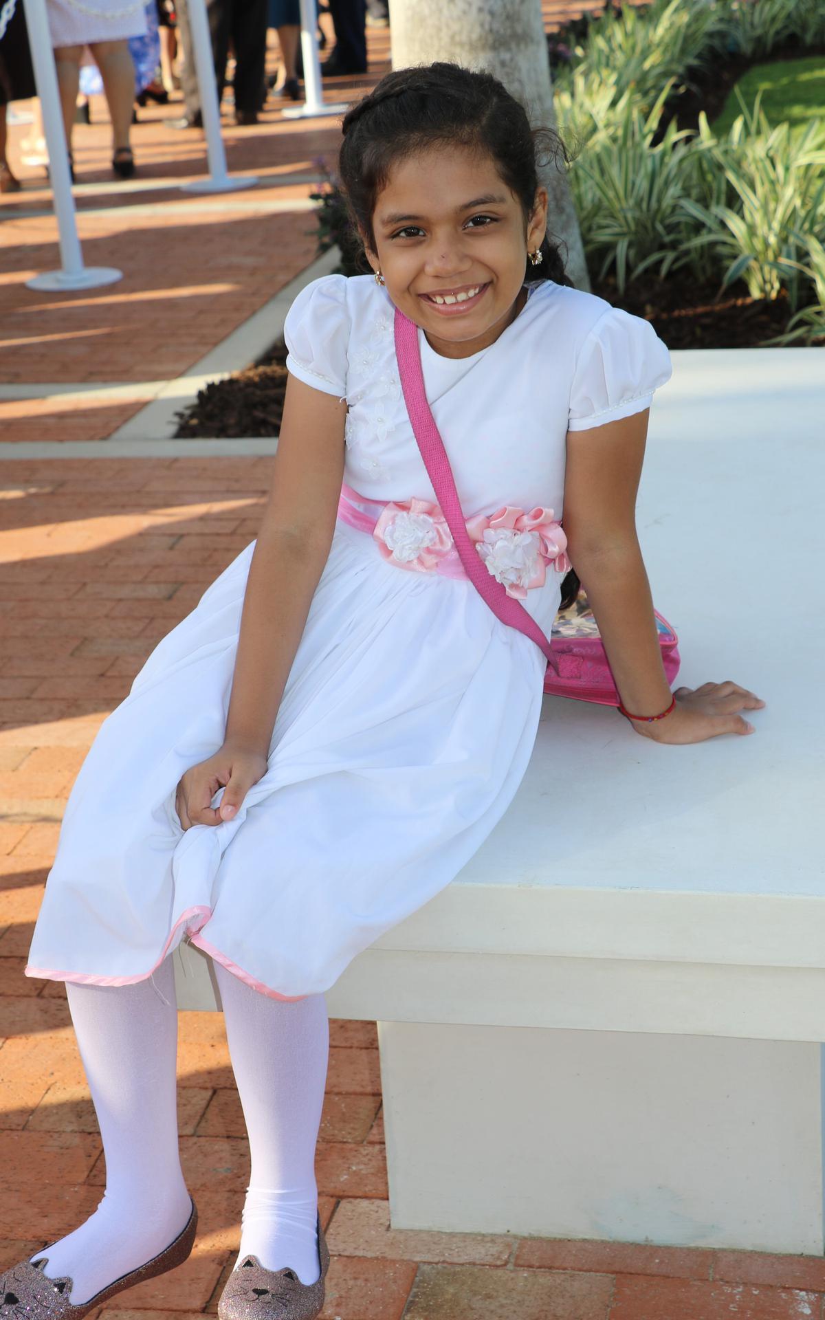 Una niña SUD en la dedicación del templo de Barranquilla, Colombia