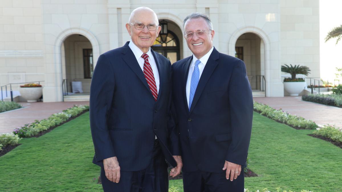 Presidente Oaks y Élder Soares