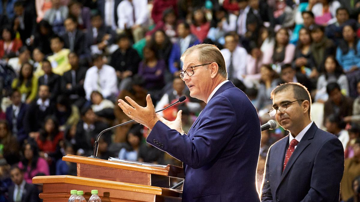 Elder Gary E. Stevenson del Cuórum de los Doce Apóstoles