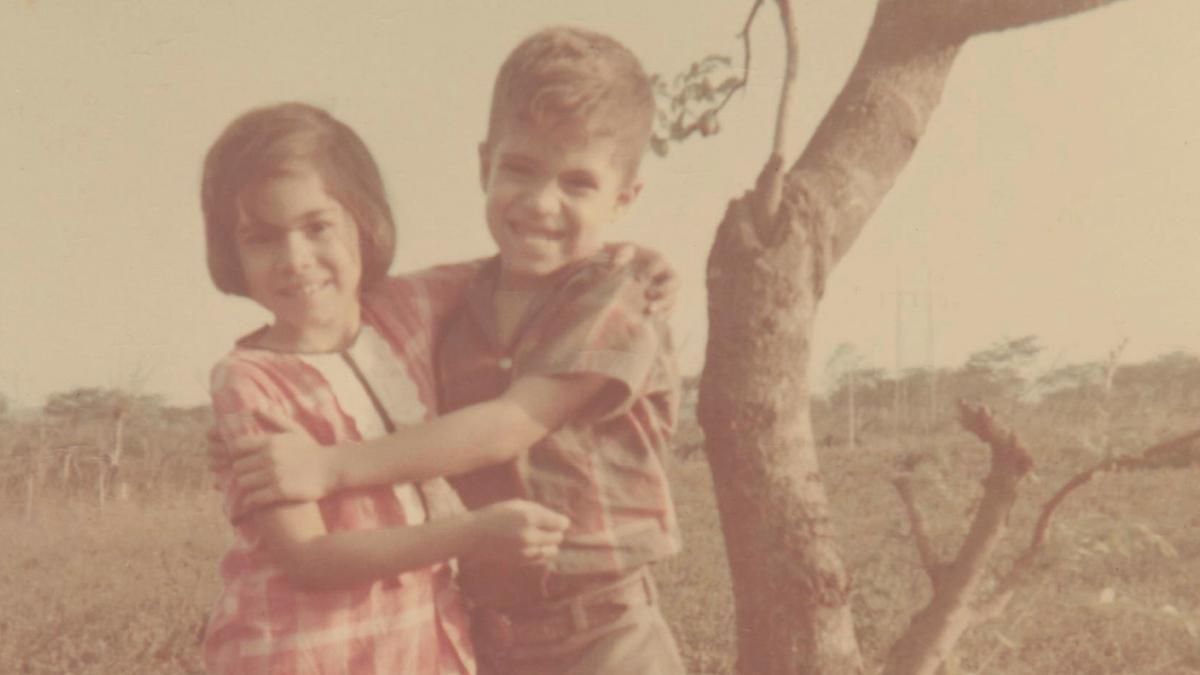 Hermana Aburto con su hermano