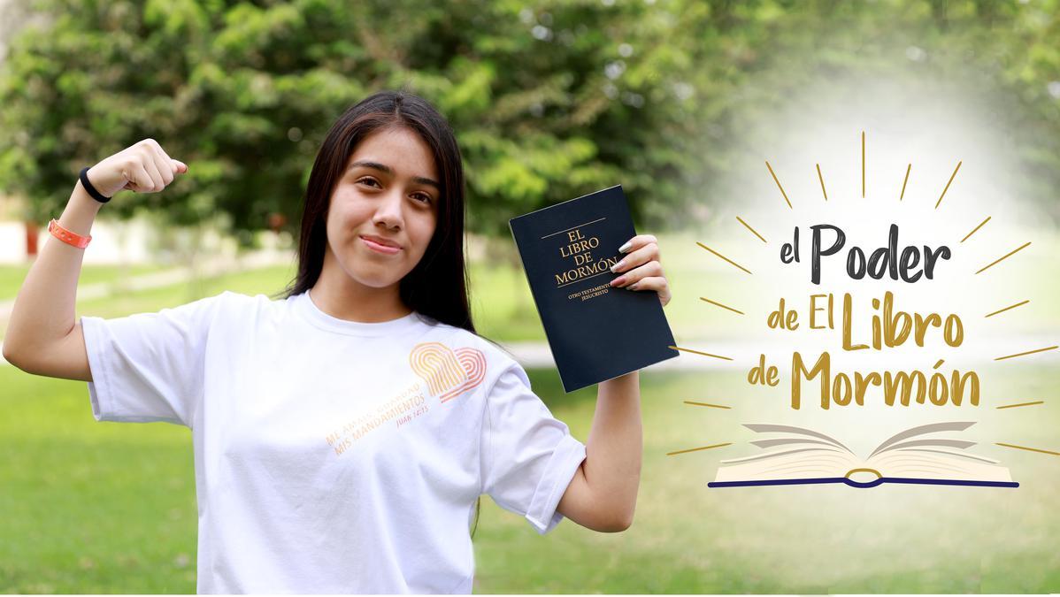 Una mujer con el Libro de Mormón