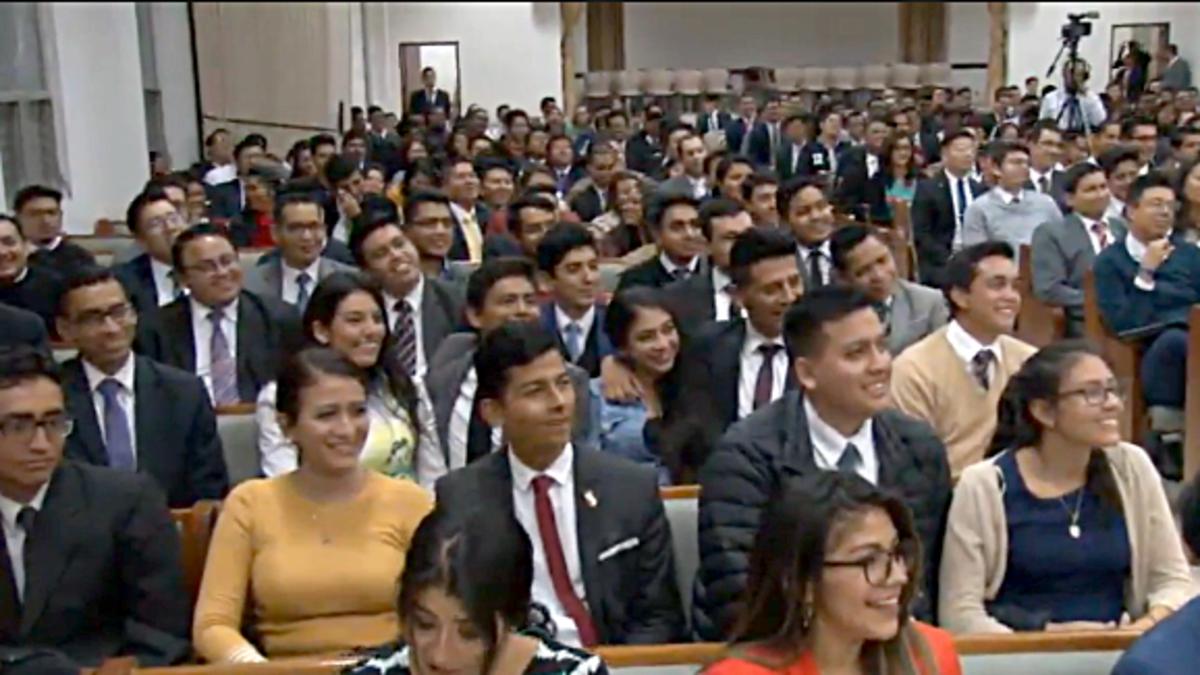Devocional con misioneros retornados en Iñaquito