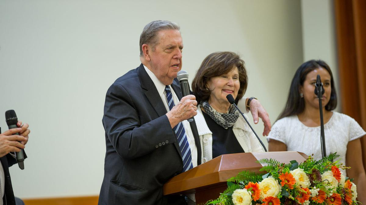 Elder Holland y su Esposa foto final