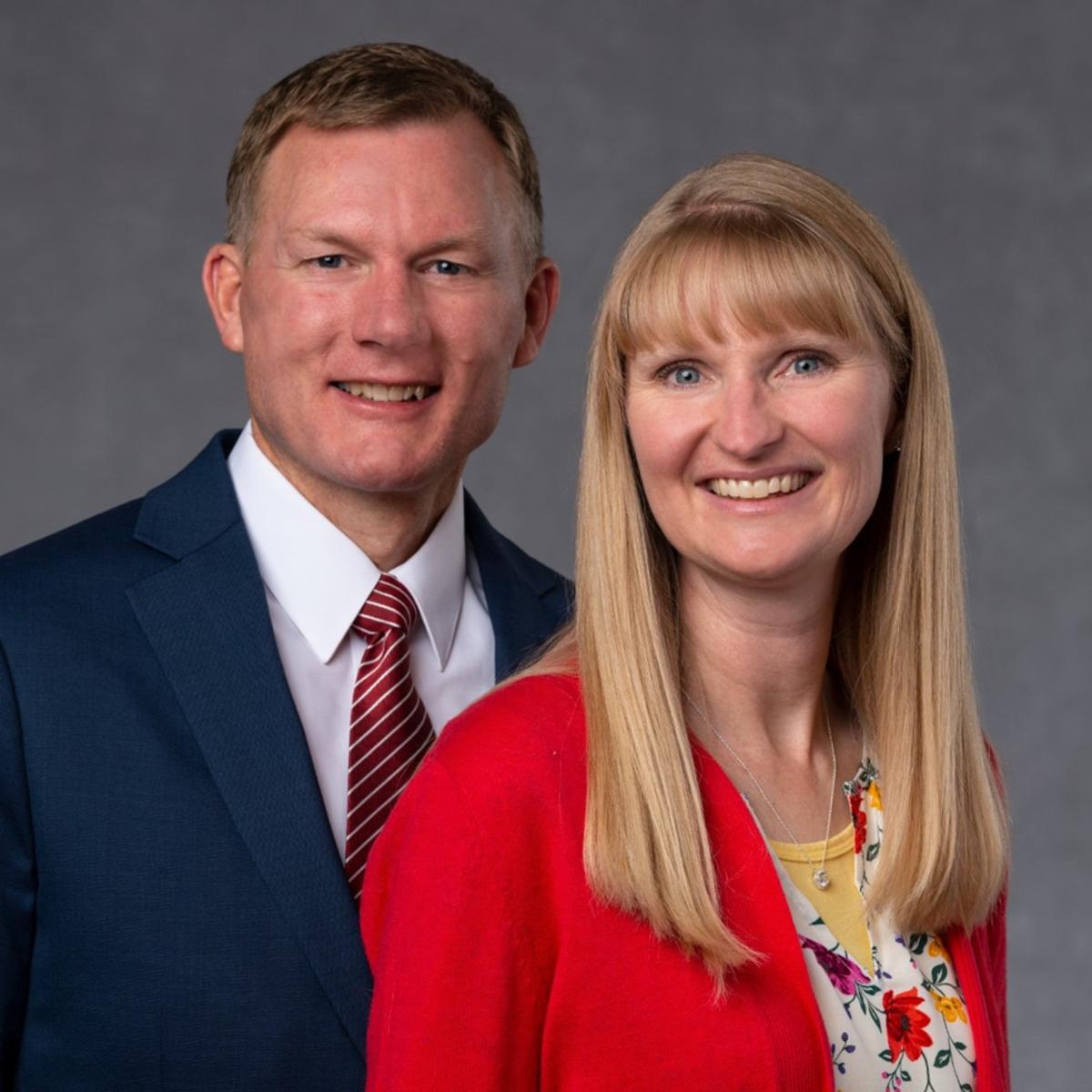 El Presidente Glazier y su esposa de la Misión Perú Limatambo