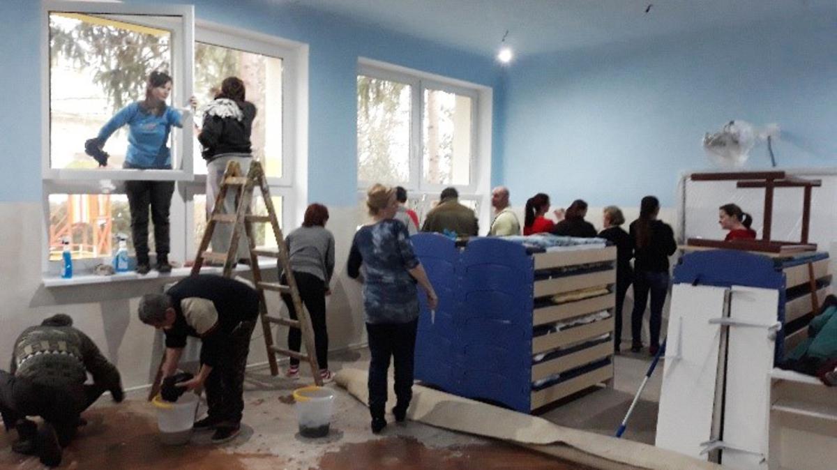Brigádnici sú zapojení do pomoci v materskej škôlke