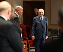 Presidente Nelson en el salon de conferencias