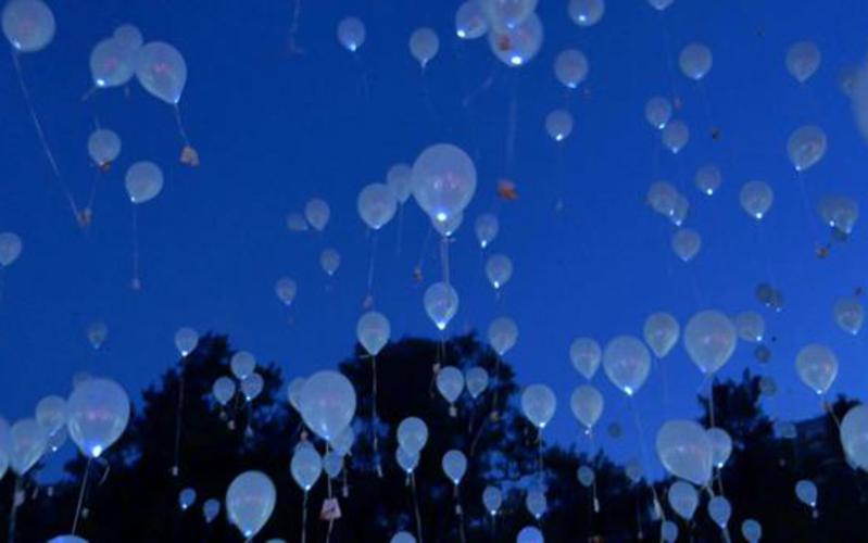 Lanzamiento de globos Ilumina el mundo