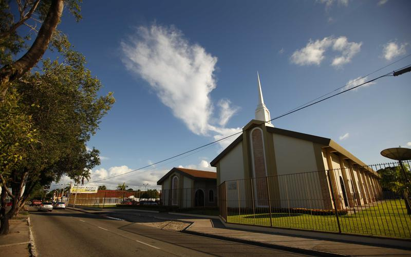 Os líderes locais se aconselharão para determinar como devem disponibilizar o sacramento aos membros pelo menos uma vez por mês