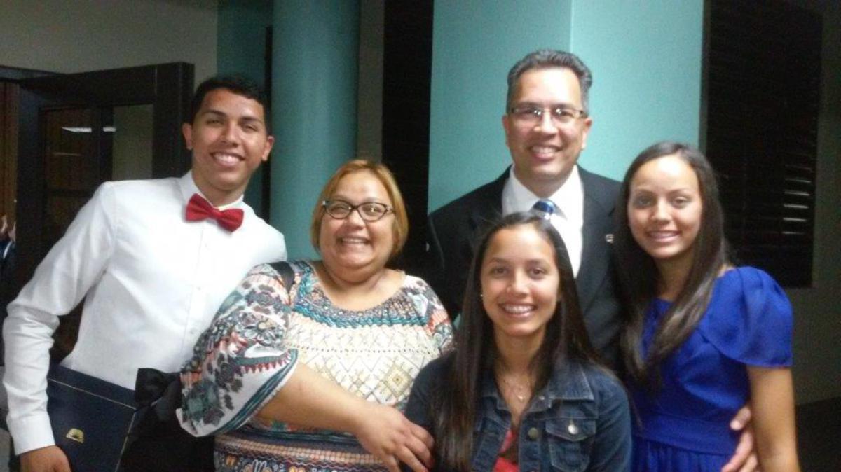 Foto familia Carlos.jpg