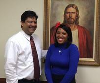 Andrea con su Presidente de Estaca Rufino J. Diaz el dia de su apartamiento como misionera.jpg