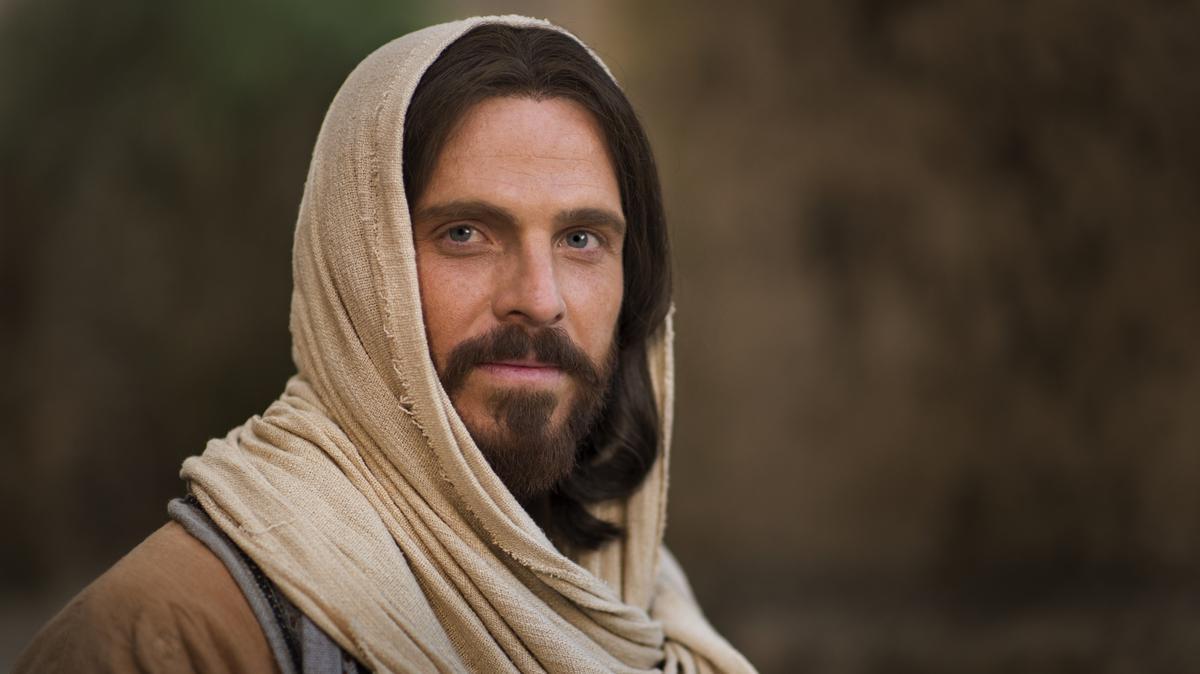 Mormonët besojnë se Jezu Krishti është Biri i Perëndisë. Ai erdhi në tokë për të na mësuar dhe për të na treguar mënyrën se si duhet të jetojmë.