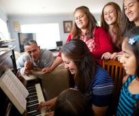 family-life-music-singing-piano-1190816-wallpaper.jpg