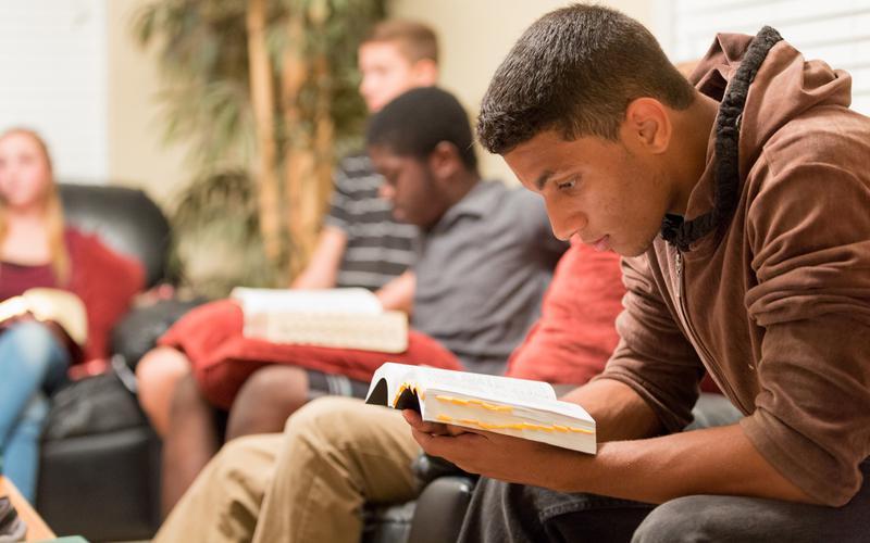 Noored uurivad Mormoni Raamatut