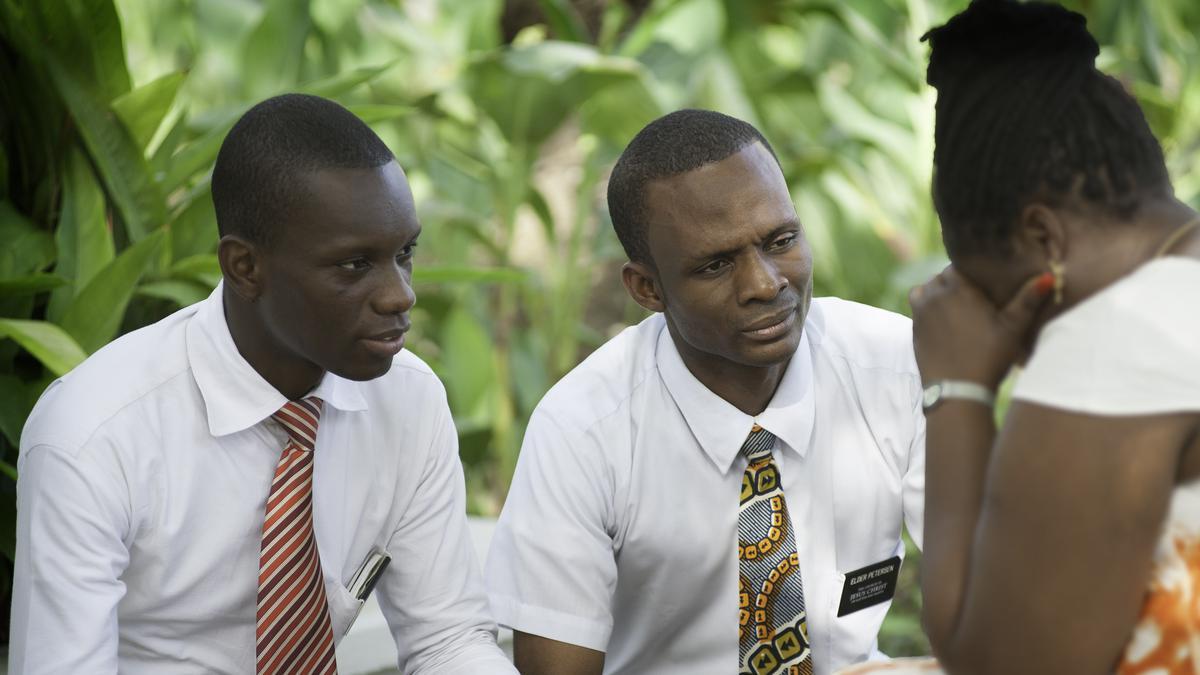 L'œuvre Missionnaire Restaure Les Relations Familiales