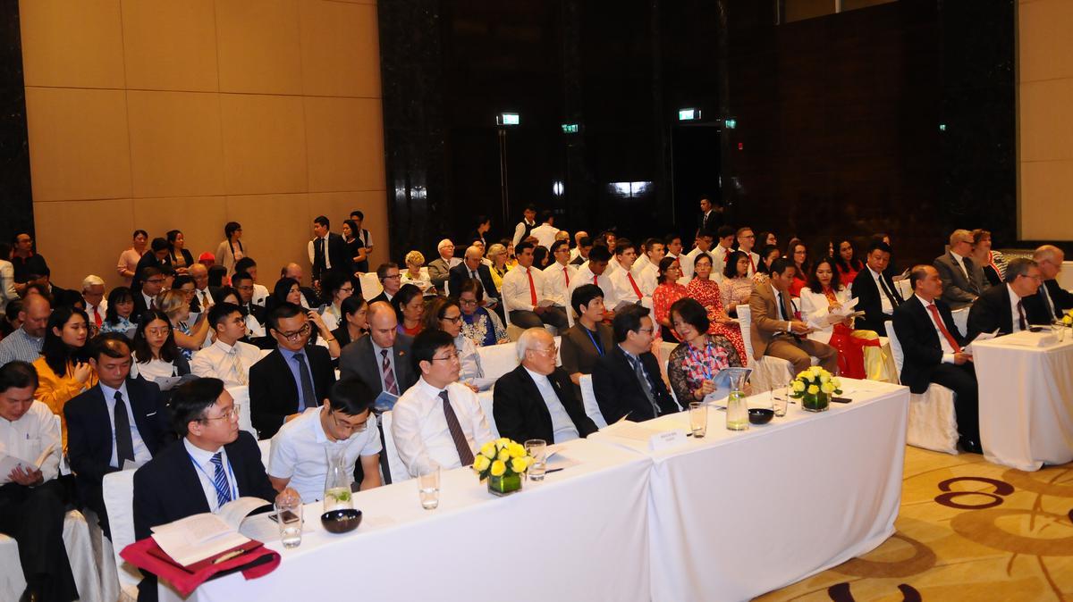 Gần 150 người đã chứng kiến khoảnh khắc lịch sử này tại buổi lễ được tổ chức ở khách sạn JW Marriott Hanoi