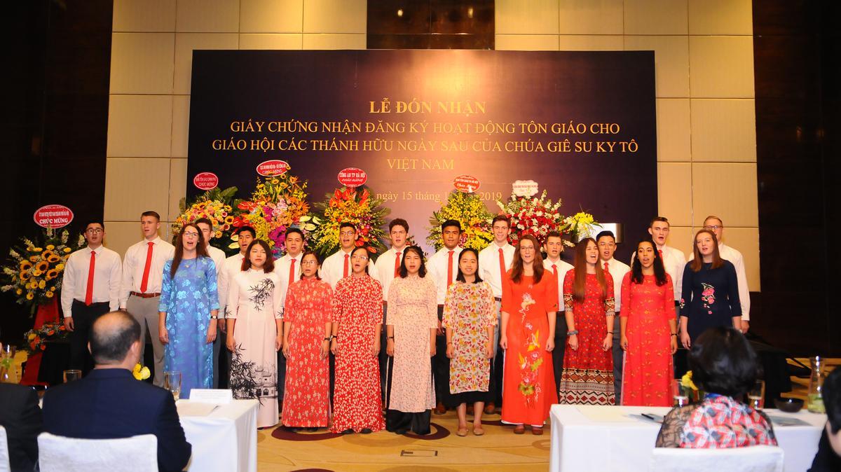 Ca đoàn đặc biệt của Giáo Hội hát bài 'Tôi là Con Đức Chúa Cha' tại buổi lễ.
