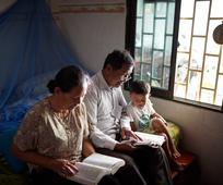 Việc Học Hỏi Phúc Âm Đặt Trọng Tâm Vào Mái Gia Đình và Được Giáo Hội Hỗ Trợ