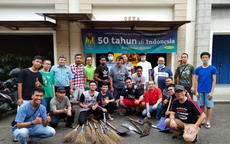 Kegiatan Kerja Bakti Jemaat Gereja Yesus Kristus di Tangerang