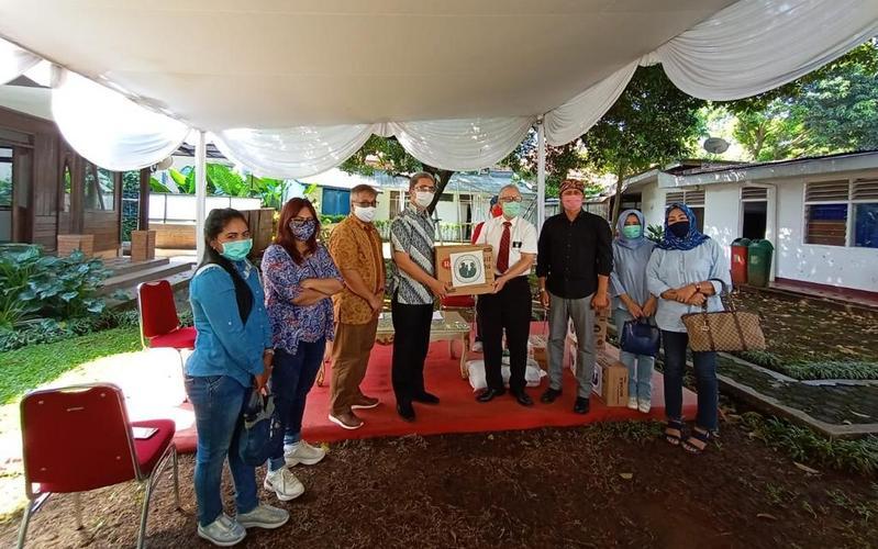 Gereja bermitra dengan Karukunan Warga Bogor dalam Menyalurkan Bantuan Sembako