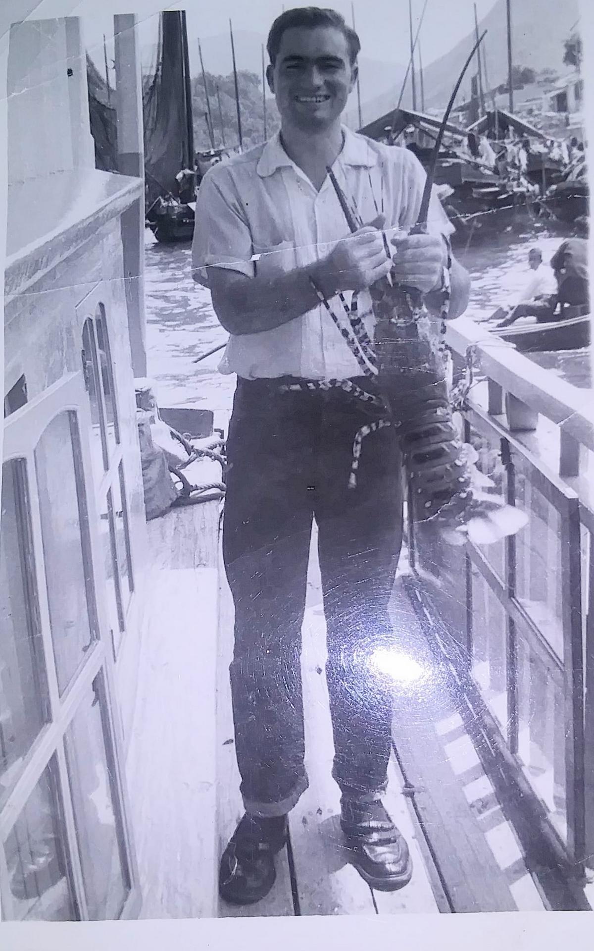 年輕的翟會長在香港傳教時所拍的照片。