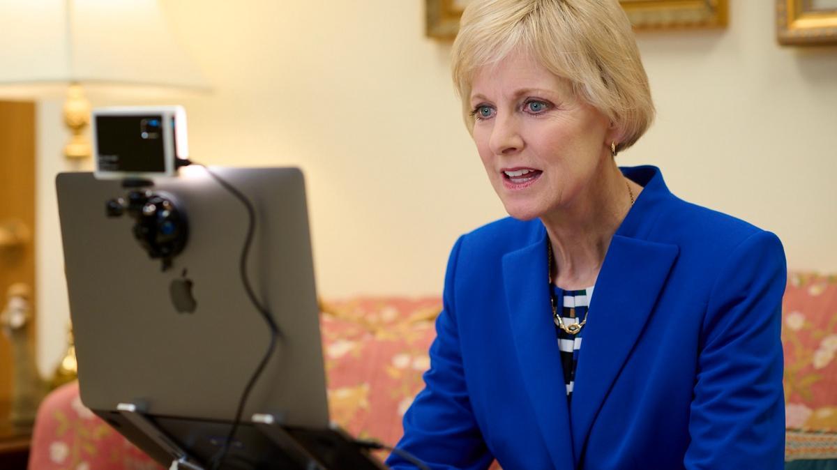 Chủ Tịch Bingham Kêu Gọi Các Nhà Ngoại Giao và Lãnh Đạo Doanh Nghiệp 'Mở Ra Cánh Cửa Giáo Dục cho Phụ Nữ và Trẻ Em Gái'