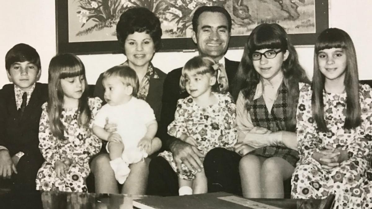 翟會長在台灣擔任傳道部會長期間(1970─1974)全家合影。