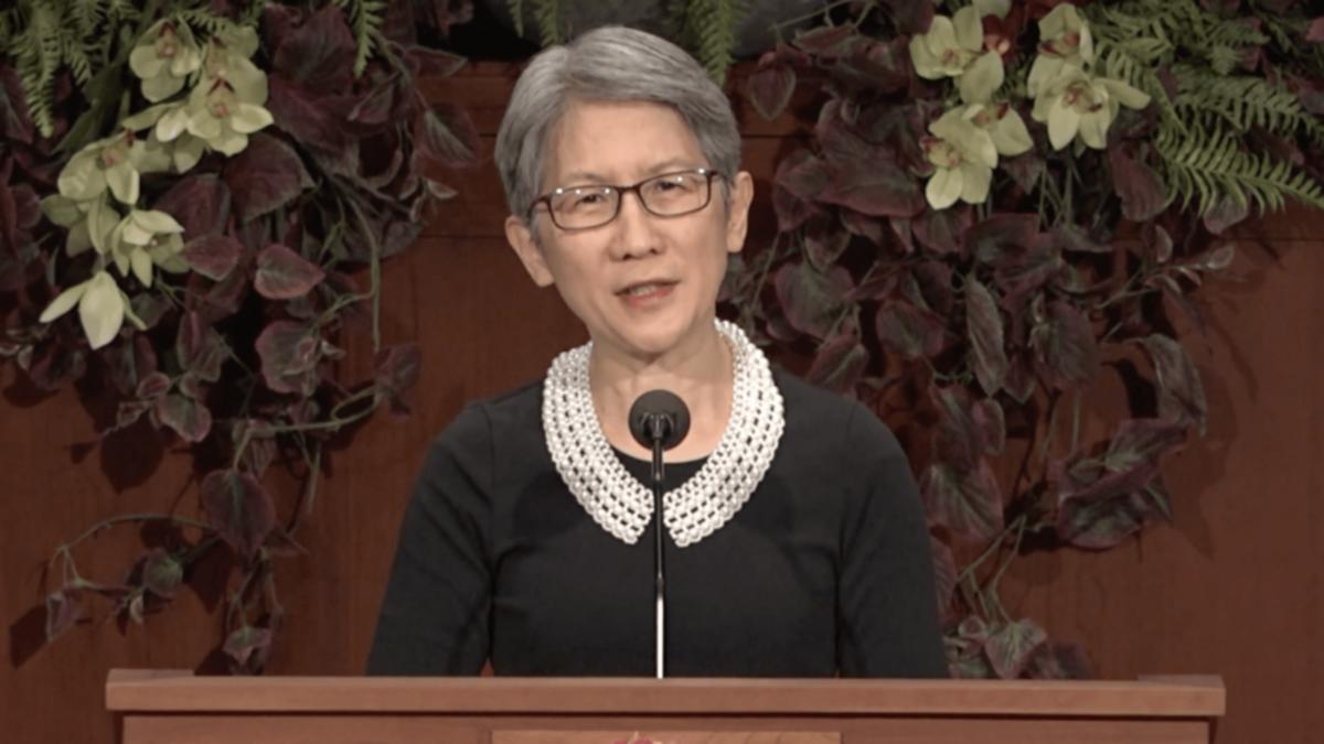 Chị Carol Wong nói chuyện với các sinh viên trong một chương trình đặc biệt tại trường BYU-Idaho vào thứ Ba ngày 27 tháng Tư năm