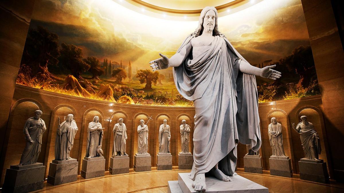 Bức tượng Đấng Ky Tô và các Vị Sứ Đồ được trưng bày tại Trung Tâm Thăm Viếng của Đền Thờ Rome của Giáo Hội Các Thánh Hữu Ngày Sau của Chúa Giê Su Ky Tô tại Rome, nước Ý, vào Chủ Nhật, ngày 13 tháng Một năm 2019. Ảnh được chụp bởi Ravell Call, được cung cấp bởi Tin Tức Giáo Hội.