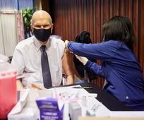 Đệ Nhất Chủ Tịch Đoàn và Các Vị Sứ Đồ Trên 70 Tuổi Tiêm Vaccine Phòng COVID-19