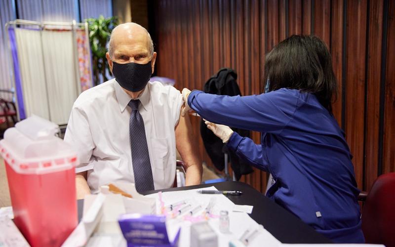 總會會長團和70歲以上的十二使徒成員接種2019冠狀病毒病疫苗
