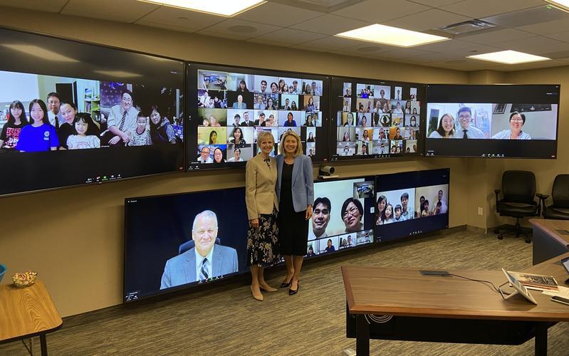 Giáo vụ trực tuyến của Chị Jean B. Bingham và Chị Camille N. Johnson tại Châu Á
